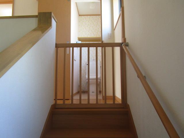階段 ここにもゲージがあるのでお子様の転落防止になります♪