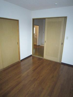 南向き洋室6帖のお部屋、窓側からの眺めです!子供部屋や書斎・寝室など多用途に使えそうなお部屋です♪子供部屋や書斎・寝室など多用途に使えそうなお部屋です♪