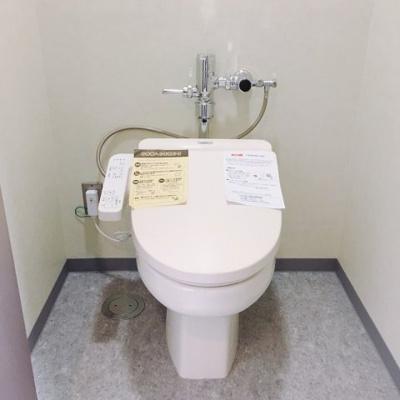 【トイレ】堺東から10分!13.98坪 店舗事務所! 堺インター目の前!角地ビル!