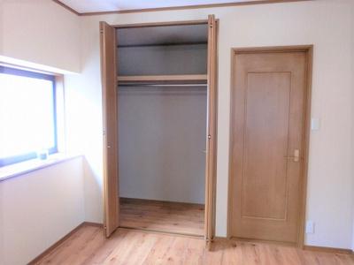 【現地写真】 自由度の高い家具の配置が叶うシンプルな空間です。お子様の成長と必要になる子供部屋を与えるにはぴったりの間取りですね♪