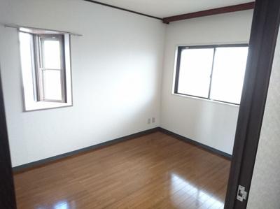 玄関横4.8帖洋室