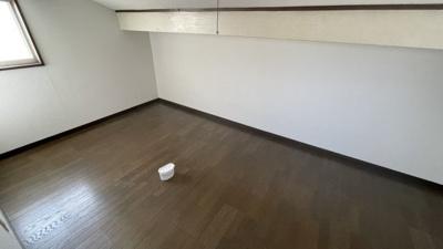 屋根裏部屋です。収納としてもお使い頂けます。