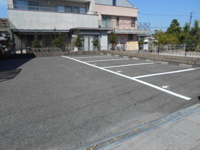 広々駐車場です。