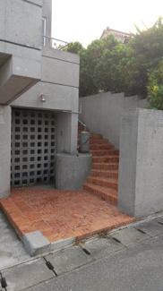 レンガ造のおしゃれな外階段☆