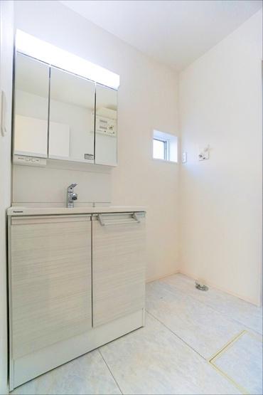 同仕様の洗面化粧台です。 収納もしっかりとあります!
