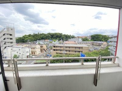 バルコニーからの眺望です♪5階にあるので人目が気にならないのが嬉しいですよね☆