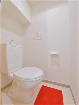 人気のバス・トイレ別です!トイレが独立していると使いやすいですよね☆小物を置ける便利な棚やタオルハンガーも付いています♪