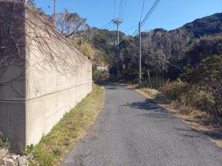【前面道路含む現地写真】鴨川市東江見土地 100坪