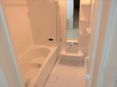 【現地写真】日々の疲れを癒すお風呂付です♪ 1帖タイプなので広々とした空間ですよ♪