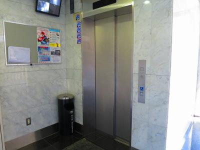 エレベーター です