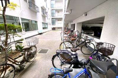駐輪場もしっかり完備されています。