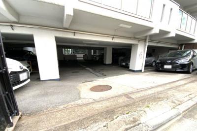 敷地内には16台分の駐車場が備えてあります〔現在空きなし〕※駐車場等の空き状況は都度要確認