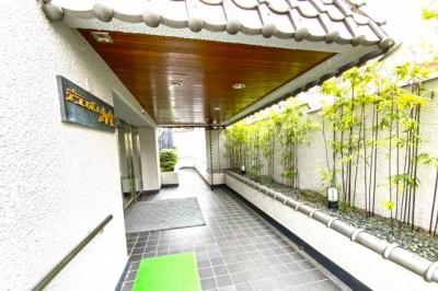 生活便利でありながら世界遺産『仁和寺』が徒歩3分にある贅沢な暮らしが出来ます。