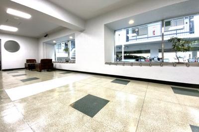 鉄筋コンクリート造6階建て、総戸数【60戸】のマンションです。