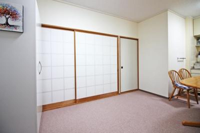 約9帖のLDKは和室と続きになっており、扉を開放すれば広い空間が確保できます。