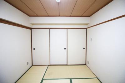 和室は2部屋ございます。どちらも南側に面しており明るく陽当りの良い快適なお部屋となっています。