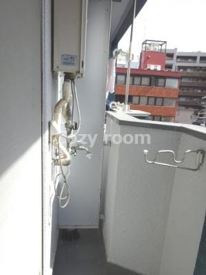室外洗濯機置き場です。