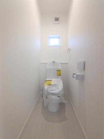 1616システムバス。汚れにくく滑りにくい設計なので安心。ベンチ付き浴槽で便利♪※イメージ写真