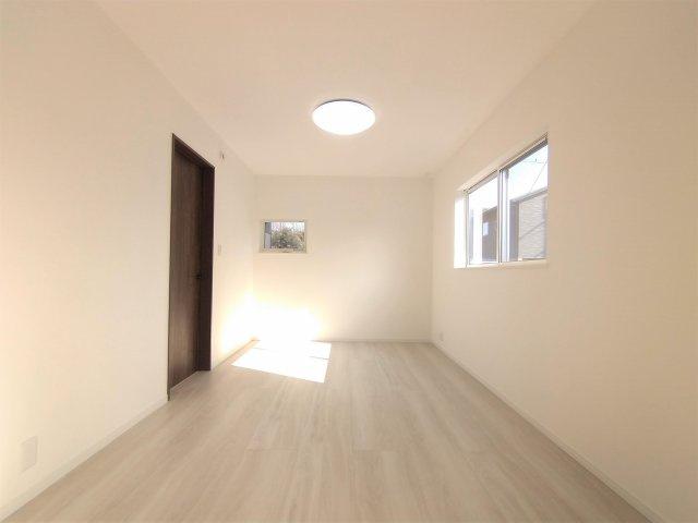 クローゼットの扉が無いので自然と片付けの意識が高まります。家具の配置もしやすい♪※イメージ写真