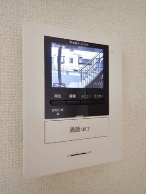 防犯対策に有効なカメラ付きインターホン!録画機能が付いているので留守中の訪問者まで確認できます♪