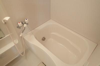 バスルームはいつでもぽかぽかお風呂に入れる追焚機能付き☆家族の入浴時間がずれても温められるから節約になります♪
