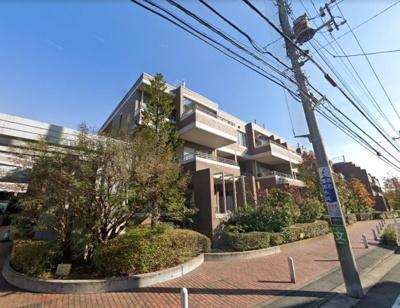 総戸数102戸、1998年3月築、管理人は日勤勤務につき管理体制良好です♪