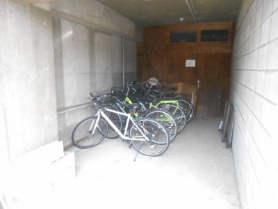 屋内駐輪スペース有り(自転車のみ)