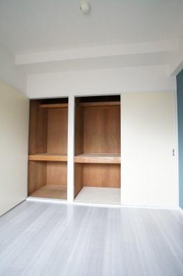 陽当たりの良い和室は癒し効果があります。畳は、ご入居前に貼替を行います。