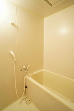 日々の暮らしに欠かせないお風呂です ※こちらは、広さの同じ別の部屋の写真です。