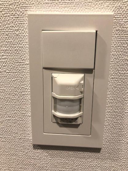 人感センサー付きの玄関ライトで便利で安心です