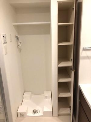 洗濯機置場の防水パンは足高で排水口のお手入れが楽です