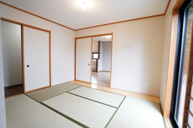 アイロンがけや洗濯物の片付けなど、家事のスペースとしても使いやすいですね。