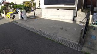 八千代市八千代台西 中古戸建 八千代台駅 余裕をもって1台駐車可能です。