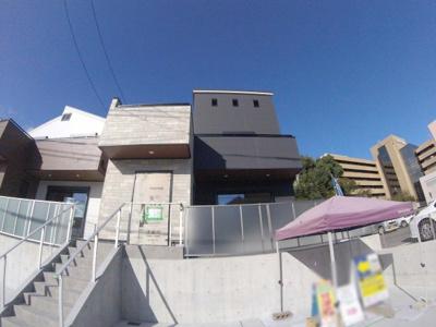 【前面道路含む現地写真】小浜4丁目新築戸建 B号地