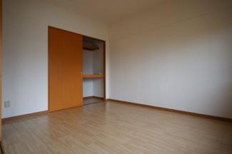 リビング横の洋室収納です。