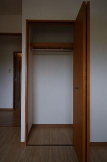 玄関側の洋室収納