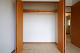 トイレ側の洋室収納です