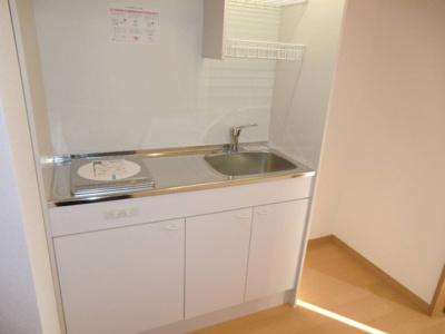 イメージ画像になります。 キッチン横に冷蔵庫スペースがあり、お部屋を圧迫しません