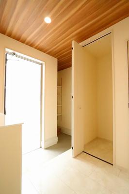 玄関です:建物完成しました♪♪毎週末オープンハウス開催♪三郷新築ナビで検索
