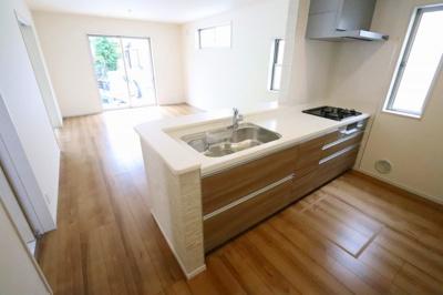 使いやすいキッチンです:建物完成しました♪♪毎週末オープンハウス開催♪三郷新築ナビで検索