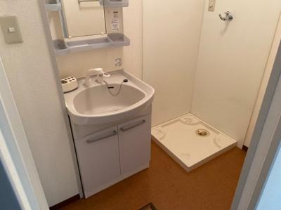 ゆったりとスペースのある洗面所 【COCO SMILE ココスマイル】