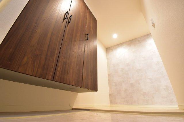 明るくゆとりある玄関スペースはいつでも来客受け入れ可能。