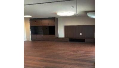 対面式キッチンのあるリビングは約10帖以上の広さがございます。