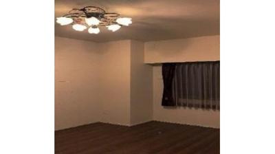 洋室はフローリング仕様となっており、お掃除がしやすいですね。