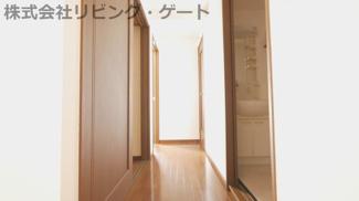 玄関からの廊下です。