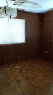 二階洋室6畳(入って左奥のお部屋)