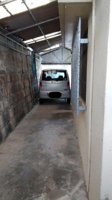駐車場(軽自動車ギリギリの規格です。)