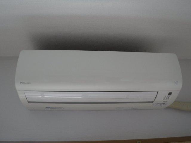 エアコンは全室に完備(計3台)