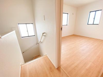 明るい階段と明るい居室!