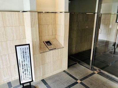オートロック付きでセキュリティにも配慮されたマンションです。